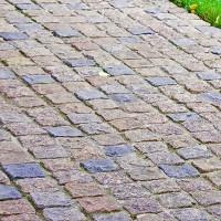 Гранитная брусчатка для дрожек и тротуара – выбираем внимательно!